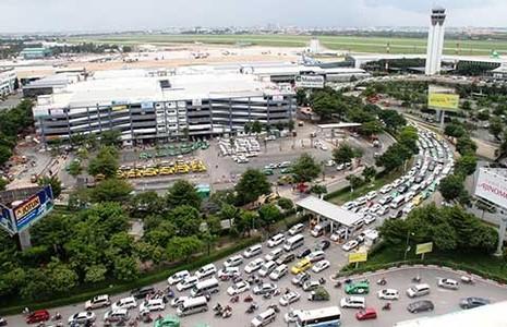Cửa ngõ sân bay Tân Sơn Nhất kẹt cứng từ trong ra ngoài - ảnh 1