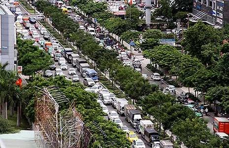 Tìm cách giải kẹt xe ở sân bay Tân Sơn Nhất - ảnh 1