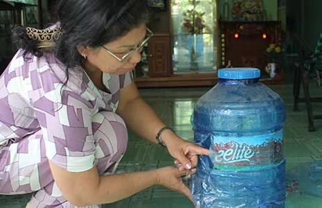 Kiện vì đau bụng do uống nước bẩn - ảnh 1