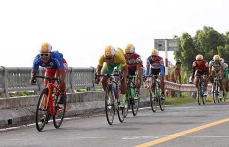 Giải Xe đạp ĐBSCL: Nguyễn Thành Tâm áo vàng, Lê Văn Duẩn áo xanh - ảnh 1