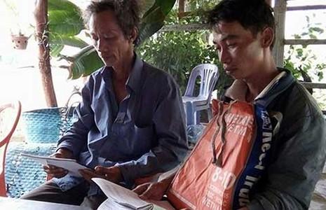 Phục hồi sinh hoạt Đảng cho hai nông dân 'nhận hối lộ' - ảnh 1
