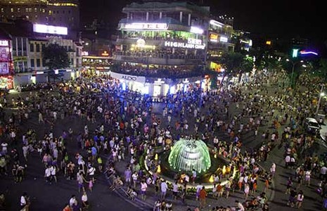 3 ngày mở phố đi bộ, Hà Nội thu hơn 500 tỉ đồng - ảnh 1