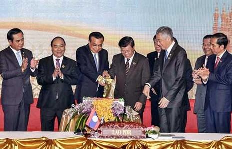 ASEAN-Trung Quốc muốn giảm căng thẳng - ảnh 1