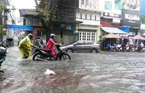Áp thấp có khả năng mạnh thành bão hướng vào Khánh Hòa - Quảng Ngãi - ảnh 1