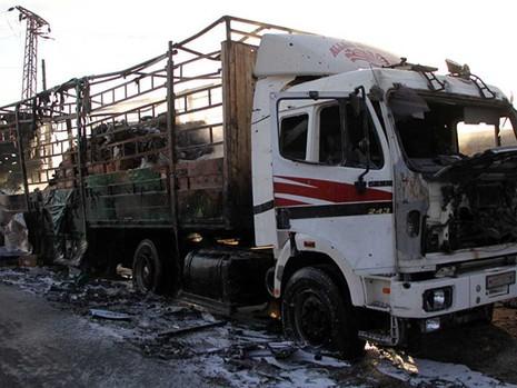 Ai ném bom đoàn xe chở hàng cứu trợ ở Syria? - ảnh 1