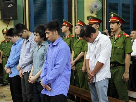 Nguyên CSGT gọi côn đồ đánh chết người lãnh 12 năm tù - ảnh 1