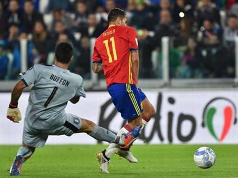 Ý - Tây Ban Nha (1-1) Sai lầm của hai lão tướng - ảnh 1