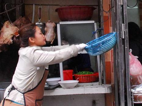 Hà Nội: Thức ăn đường phố phải an toàn - ảnh 1