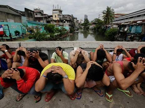 Ông Duterte không nhượng bộ Trung Quốc - ảnh 1