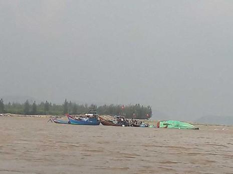 Tan hoang làng biển Cảnh Dương - ảnh 2