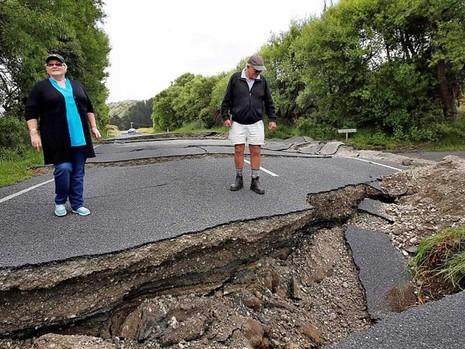 Đường bộ New Zealand hư hại nặng sau động đất - ảnh 1