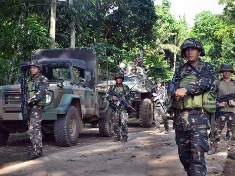 Quân đội truy tìm 6 thuyền viên Việt Nam bị tấn công - ảnh 1