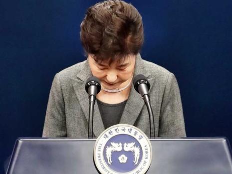 Các đảng đối lập không để bà Park từ chức dễ dàng - ảnh 1