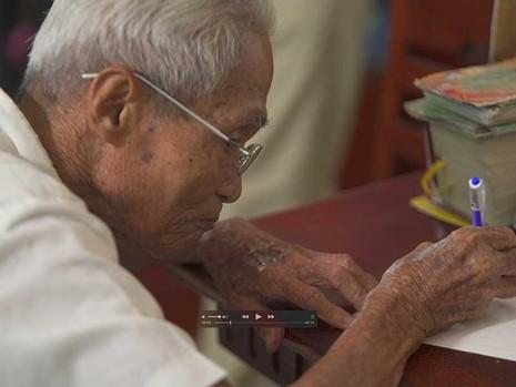 Ông già viết thư thuê nhận giải KOVA - ảnh 1