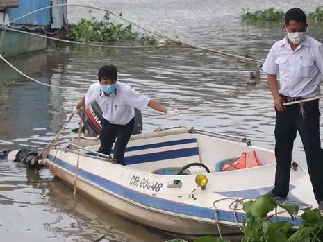 Nhân viên cảng vụ chuyên cứu người nhảy sông Sài Gòn - ảnh 2