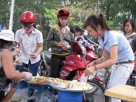 Lương tối thiểu khó xóa đói giảm nghèo - ảnh 1