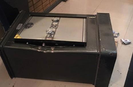 Trộm 'chê' 25.000 USD trong két của hot girl  - ảnh 1