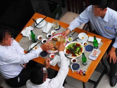 Nhậu ở Việt Nam đã thành tệ nạn - ảnh 1