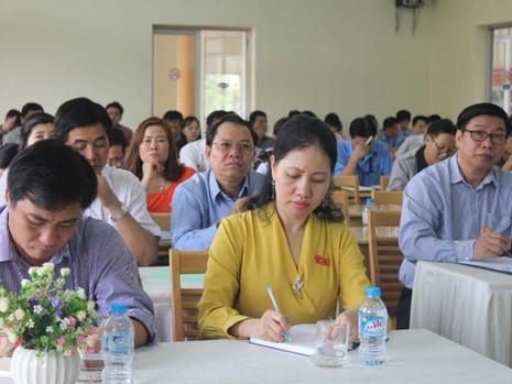 Đại biểu Quốc hội tiếp xúc cử tri là công nhân  - ảnh 1