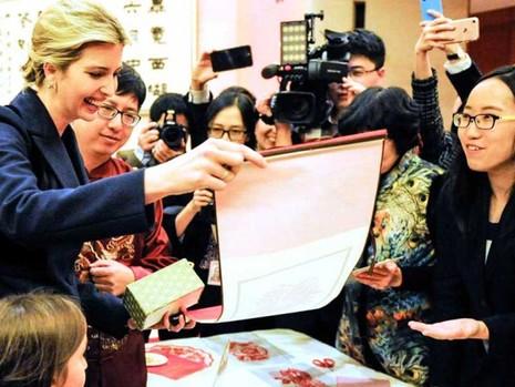 Trung Quốc muốn thân thiết với gia đình ông Trump? - ảnh 1