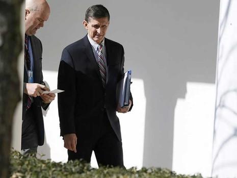Cố vấn 'ngã ngựa' viết thư từ chức khen ông Trump - ảnh 1