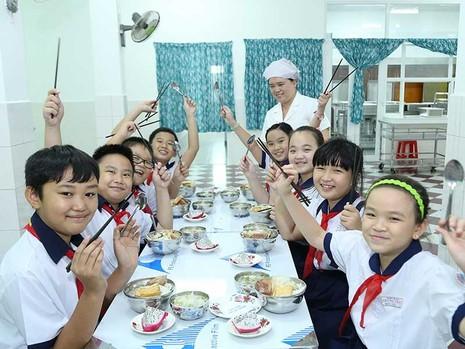 Phụ huynh hài lòng với bữa ăn học đường - ảnh 1