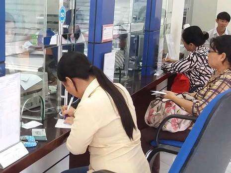 Mua ngân hàng 0 đồng, ai bảo vệ người gửi tiền? - ảnh 1