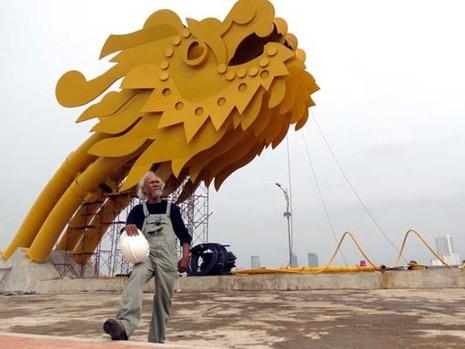 Điêu khắc gia 70 tuổi chạy sô hơn cả thanh niên - ảnh 1