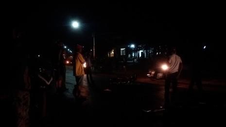 Người dân hốt hoảng sau cú tông mãnh liệt của hai chiếc xe máy - ảnh 4