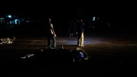Người dân hốt hoảng sau cú tông mãnh liệt của hai chiếc xe máy - ảnh 3