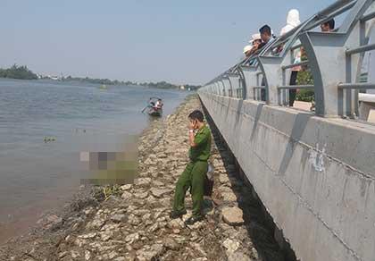 Phát hiện xác chết một người đàn ông trên sông Sài Gòn - ảnh 1