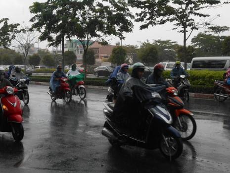 Lại có mưa giải nhiệt cho Sài Gòn - ảnh 2