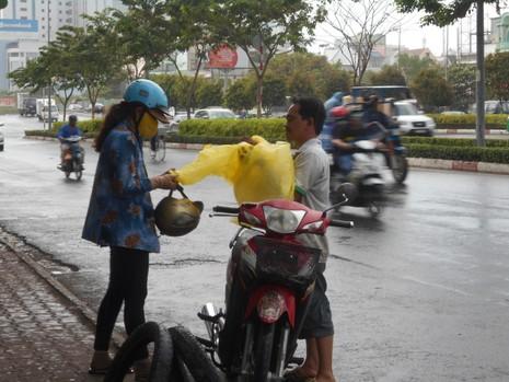 Lại có mưa giải nhiệt cho Sài Gòn - ảnh 1