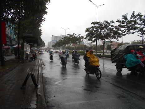 Lại có mưa giải nhiệt cho Sài Gòn - ảnh 4