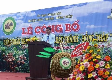 Ông Huỳnh Văn Thông, Chủ tịch UBND Huyện Châu Thành, Tỉnh Tiền Giang phát biểu tại buổi lễ. ẢNH: THANH TUYỀN.