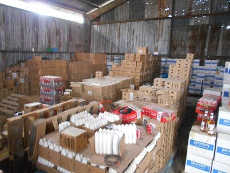 TP.HCM: Phát hiện kho chứa mỹ phẩm, thực phẩm lậu lớn - ảnh 3