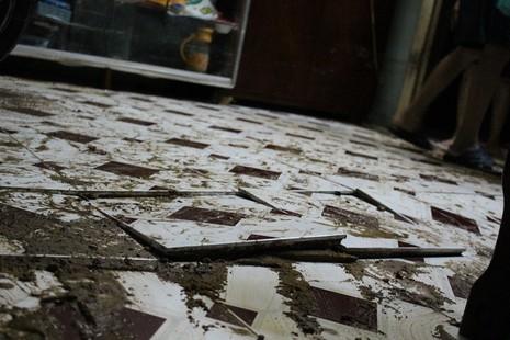 TP.HCM: Nước lật tung nền nhà trong cơn mưa lịch sử - ảnh 7