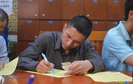 Đông đảo người dân đăng ký hiến xác y học - ảnh 7