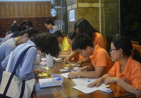 Đông đảo người dân đăng ký hiến xác y học - ảnh 2