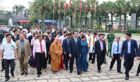 Chủ tịch nước dâng hương các Vua Hùng - ảnh 11