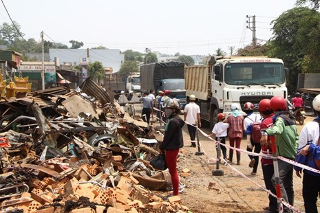 Kinh hoàng hai xe tải đấu đầu: Xác định danh tính 6 nạn  nhân tử vong - ảnh 3