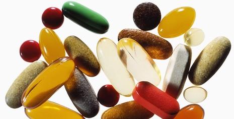 Dùng vitamin quá liều cũng gây ung thư - ảnh 1