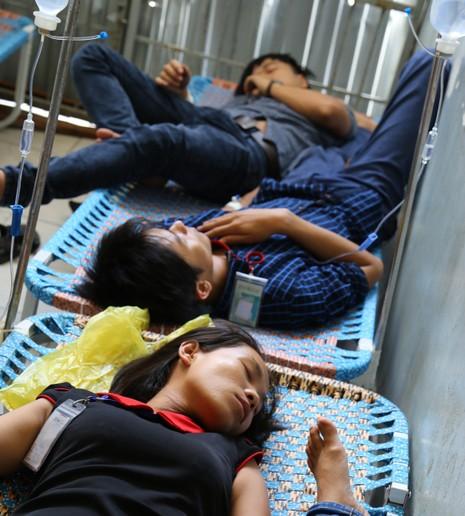 Hàng trăm công nhân nôn ói, đau bụng sau bữa ăn - ảnh 1
