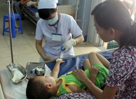 Hơn 30 trẻ mầm non nhập viện nghi ăn bánh mì nhiễm khuẩn - ảnh 1