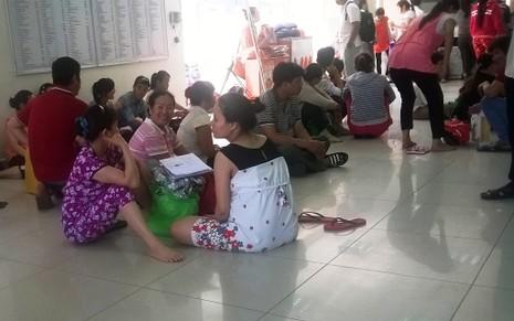 Bệnh viện quá tải người đến thăm khám sau nghỉ lễ  - ảnh 2
