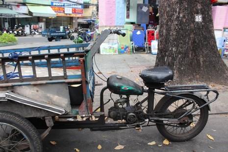 Xe 'mù', xe 'mờ' cản trở giao thông Sài Gòn - ảnh 4