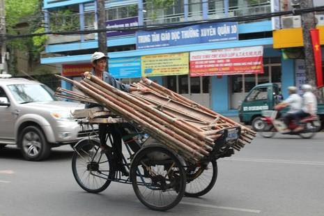Xe 'mù', xe 'mờ' cản trở giao thông Sài Gòn - ảnh 9