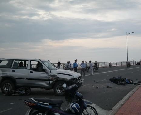 Tai nạn liên tiếp, kiến nghị đo nồng độ cồn ở hai đầu cầu Thuận Phước - ảnh 1