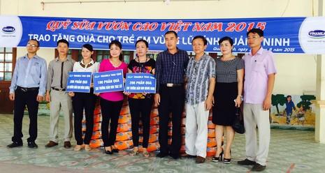 Vinamilk tặng 500 thùng sữa cho trẻ em Quảng Ninh - ảnh 1