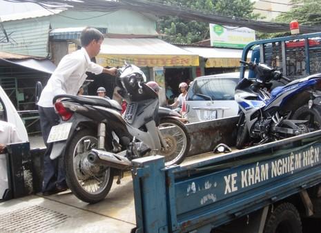 Té xe, học sinh bị cuốn vào gầm xe trộn bê tông - ảnh 5